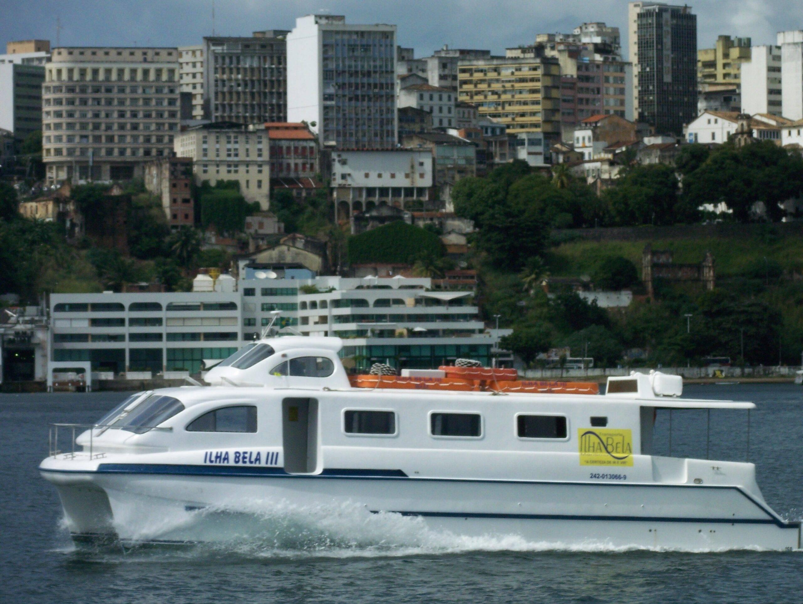 Catamarã Ilha Bela III, chegando em Salvador