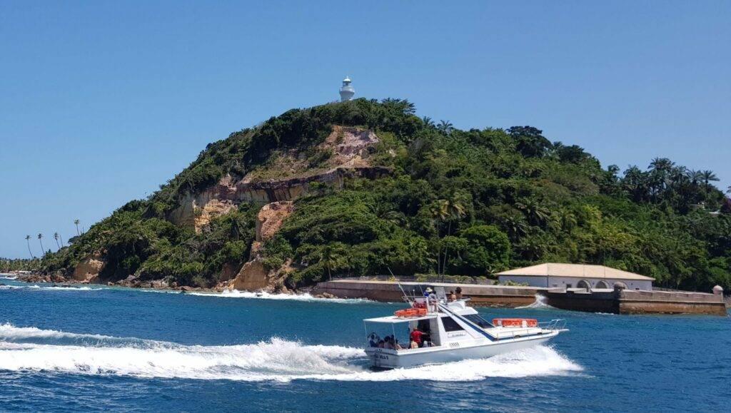 Lancha Ilha Bela, da empresa Ilha Bela TM,  chegando em Morro de São Paulo