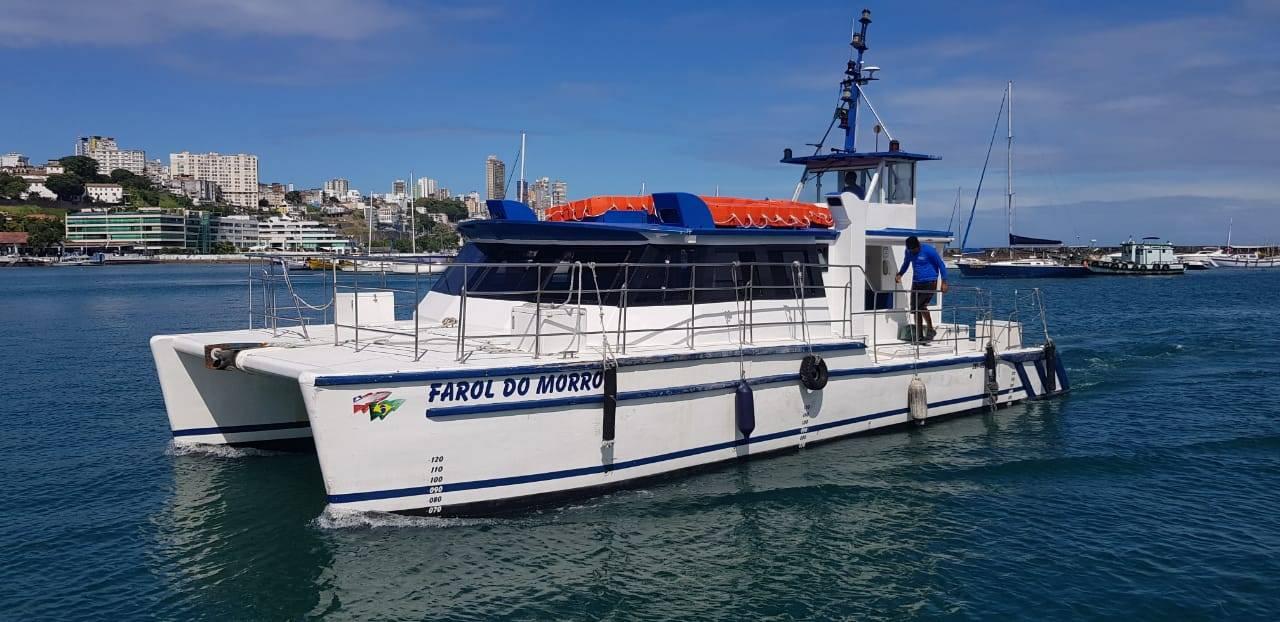 Catamarã Farol do Morro, chegando em Salvador